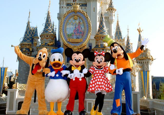 DisneyWorld_MickeyGang_Castle
